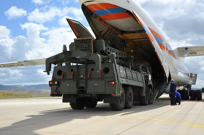 https: img-o.okeinfo.net content 2019 07 13 18 2078421 meski-ditentang-as-turki-terima-pengiriman-pertama-sistem-rudal-s400-rusia-W0SO52UPis.jpg