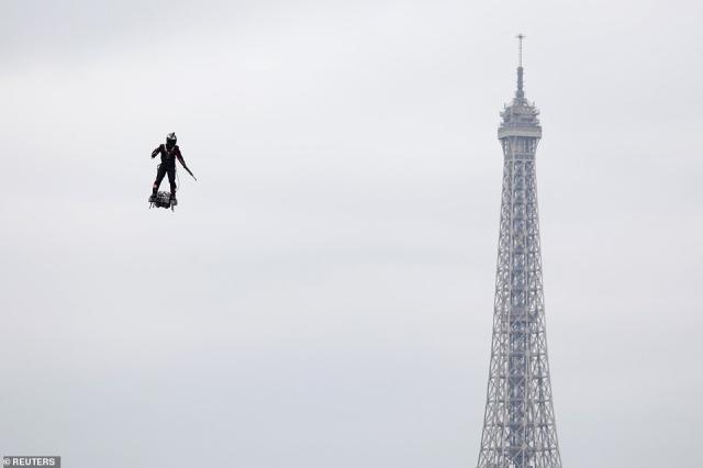https: img-o.okeinfo.net content 2019 07 15 18 2079260 prajurit-terbang-curi-perhatian-saat-perayaan-hari-bastille-di-paris-966Eh0PXWe.jpg