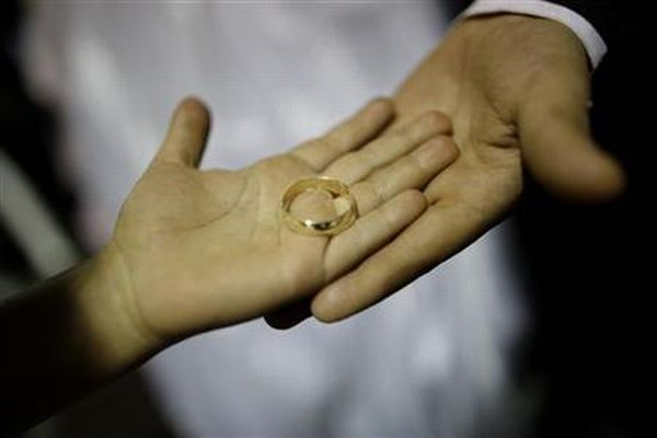 https: img-o.okeinfo.net content 2019 07 15 338 2079248 perceraian-di-jakarta-pusat-meningkat-ada-850-kasus-sepanjang-2019-t3SwwjATWr.jpg