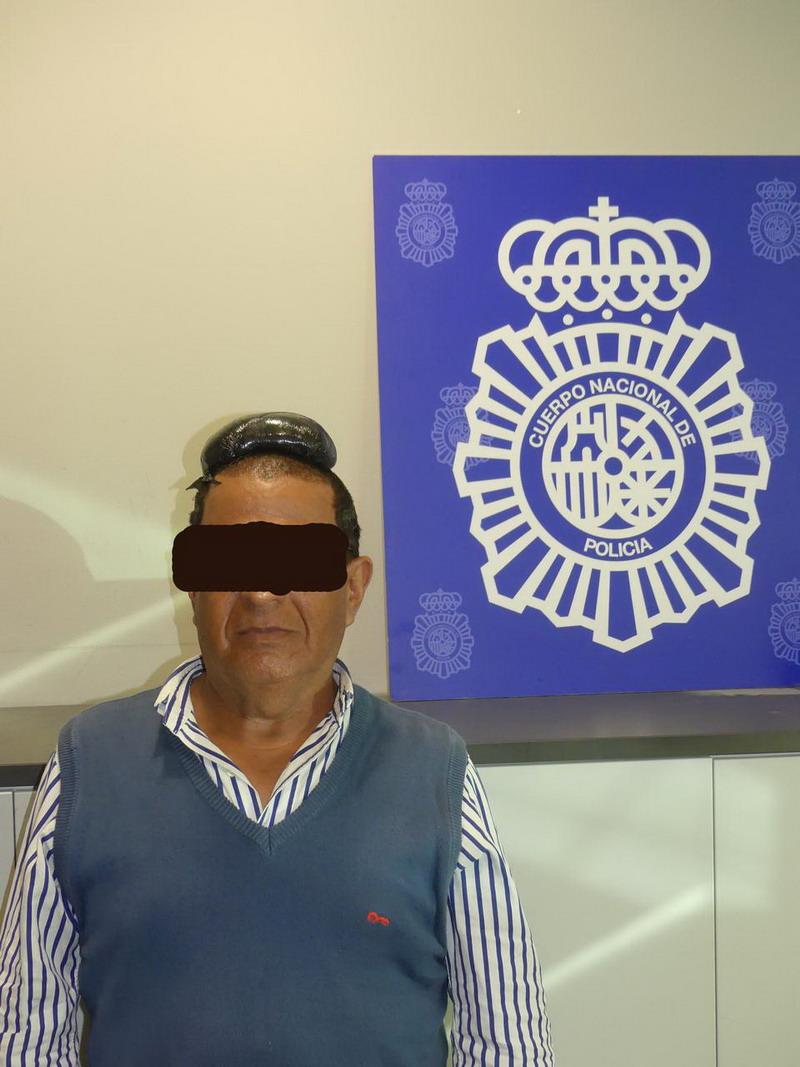 https: img-o.okeinfo.net content 2019 07 16 18 2079703 pria-kolombia-ditangkap-di-spanyol-setelah-coba-selundupkan-kokain-di-bawah-rambut-palsu-tE3EYdvUim.jpg