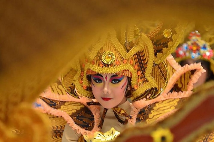 https: img-o.okeinfo.net content 2019 07 16 406 2079561 11-negara-bakal-usung-ciri-khas-tradisional-di-solo-batik-carnival-2019-26HwNX5H7T.jpg