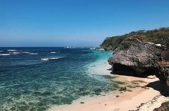 https: img-o.okeinfo.net content 2019 07 16 406 2079582 dilanda-gempa-ini-5-wisata-pantai-di-kawasan-nusa-dua-bali-KYWimI2n9E.jpg
