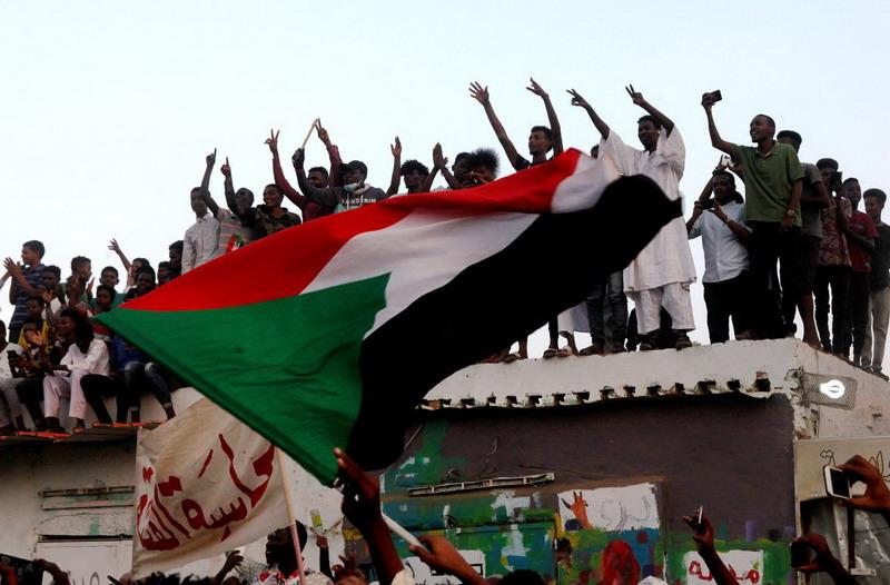 https: img-o.okeinfo.net content 2019 07 17 18 2080170 militer-dan-pihak-oposisi-sudan-tandatangani-kesepakatan-pembagian-kekuasaan-zaxT7sEJ4g.jpg