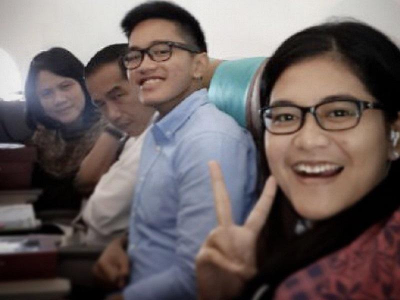 https: img-o.okeinfo.net content 2019 07 17 406 2079904 sindir-garuda-indonesia-kaesang-pangarep-unggah-foto-selfie-bareng-jokowi-dalam-pesawat-Qq4iKVIWGU.jpg