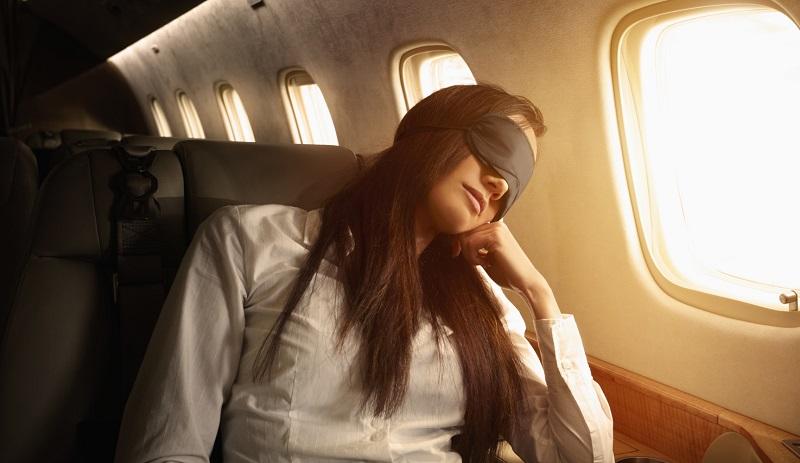 https: img-o.okeinfo.net content 2019 07 17 406 2080207 lupakan-berfoto-begini-6-cara-mudah-tertidur-di-pesawat-UXANlE8fsF.jpg