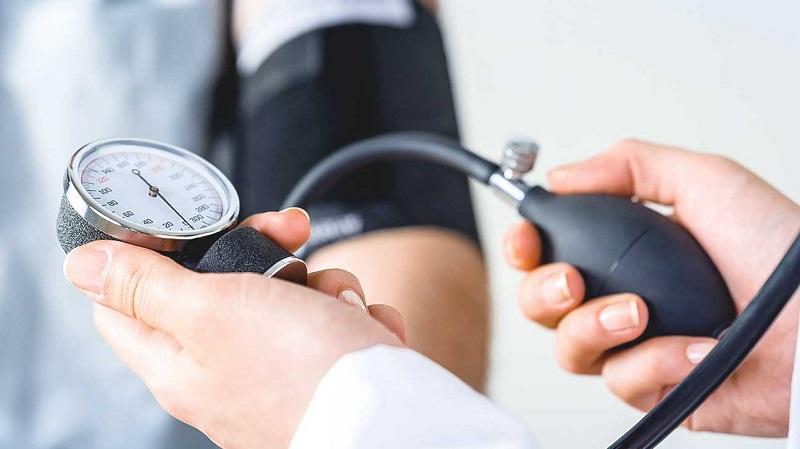 https: img-o.okeinfo.net content 2019 07 17 481 2080265 biaya-pengobatan-mahal-kenali-10-faktor-risiko-terkena-hipertensi-DeTzFiWP9k.jpg