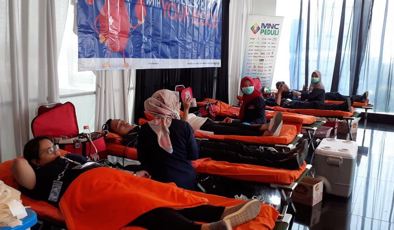 https: img-o.okeinfo.net content 2019 07 18 337 2080497 mnc-peduli-gelar-donor-darah-ratusan-karyawan-ikut-terlibat-Y2x5u2pOBY.jpg