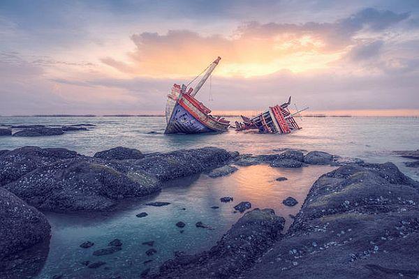 https: img-o.okeinfo.net content 2019 07 18 340 2080560 kapal-penangkap-ikan-tenggelam-di-perairan-laut-karang-sembilan-UCTZDRgAYE.jpg