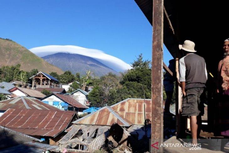 https: img-o.okeinfo.net content 2019 07 19 337 2080975 fenomena-gunung-rinjani-bertopi-awan-dikaitkan-dengan-gempa-ini-penjelasannya-HYiV44PO5F.jpg