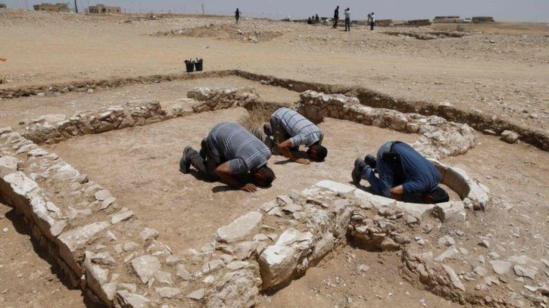 https: img-o.okeinfo.net content 2019 07 19 615 2080903 reruntuhan-masjid-berusia-1-200-tahun-ditemukan-di-padang-pasir-cWyUq62IKu.jpg