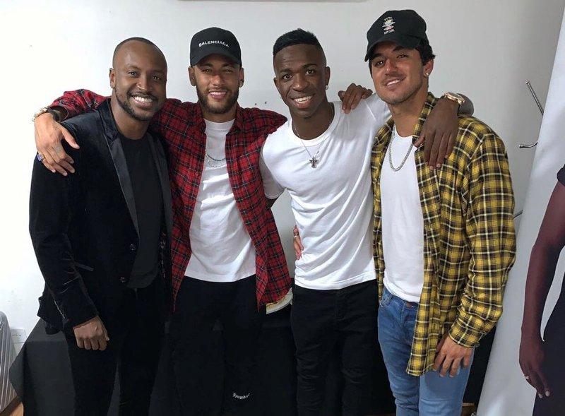 https: img-o.okeinfo.net content 2019 07 20 51 2081308 neymar-berani-berjudi-vinicius-bakal-jadi-pemain-hebat-di-masa-depan-TGN6oHVOzk.jpg