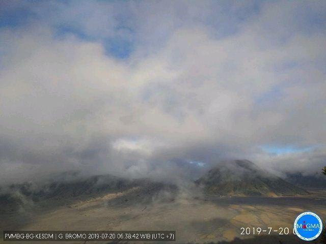 https: img-o.okeinfo.net content 2019 07 20 519 2081328 pascaerupsi-cuaca-di-gunung-bromo-berawan-dan-mendung-v0iEoPmJht.jpg
