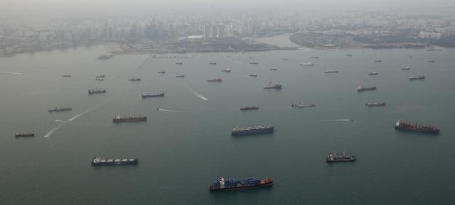 https: img-o.okeinfo.net content 2019 07 22 18 2081926 perompak-serang-kapal-kargo-korea-selatan-dekat-selat-singapura-05Im0zBU7f.jpg