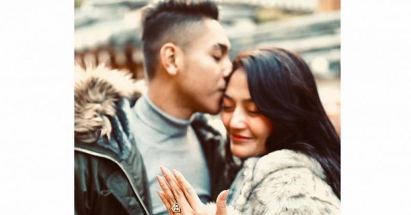 https: img-o.okeinfo.net content 2019 07 25 33 2083374 resmi-menikah-siti-badriah-dapat-mas-kawin-logam-mulia-20-gram-YHxg6LBPCS.jpg
