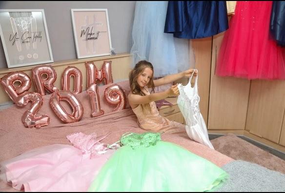 https: img-o.okeinfo.net content 2019 07 26 196 2083989 demi-prom-night-anak-sd-ibu-ini-rela-habiskan-rp34-juta-B5cMcbxAfa.jpg