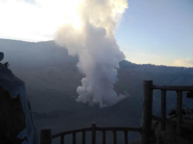 https: img-o.okeinfo.net content 2019 07 26 525 2084076 pasca-erupsi-wisata-gunung-tangkuban-parahu-ditutup-sementara-i4TiSfs6R7.jpg