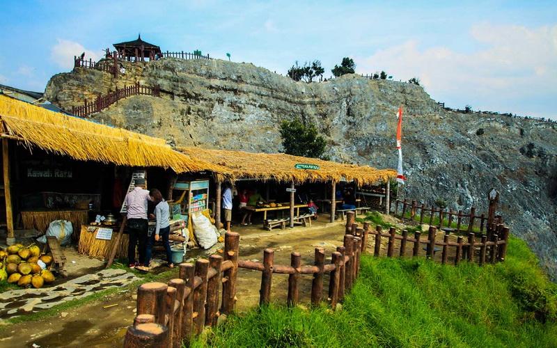 https: img-o.okeinfo.net content 2019 07 28 406 2084495 destinasi-wisata-di-sekitar-tangkuban-parahu-terpantau-normal-uz4mJcxnoT.jpg