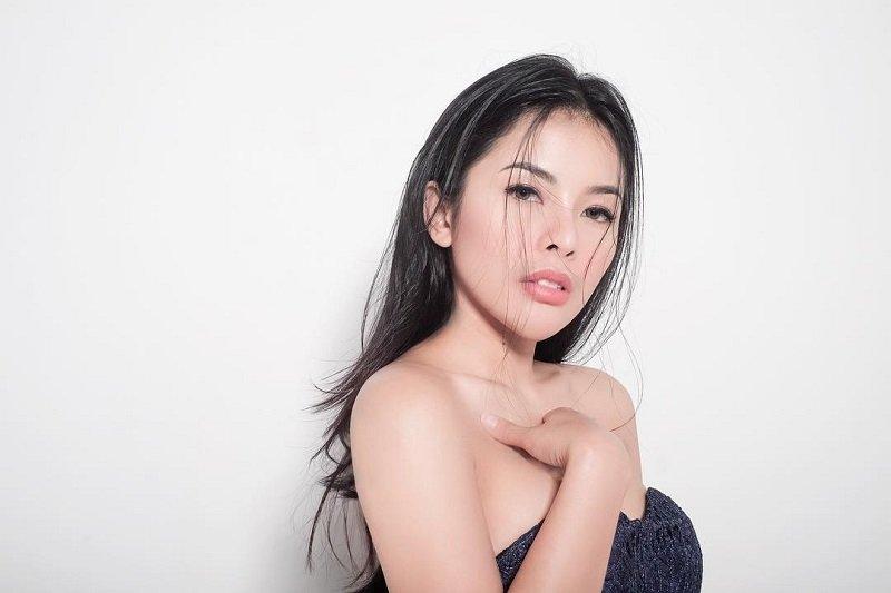 https: img-o.okeinfo.net content 2019 07 31 194 2085983 5-potret-sexy-elvia-cerolline-kekasih-baru-billy-syahputra-1yeN2ZtyQz.jpg
