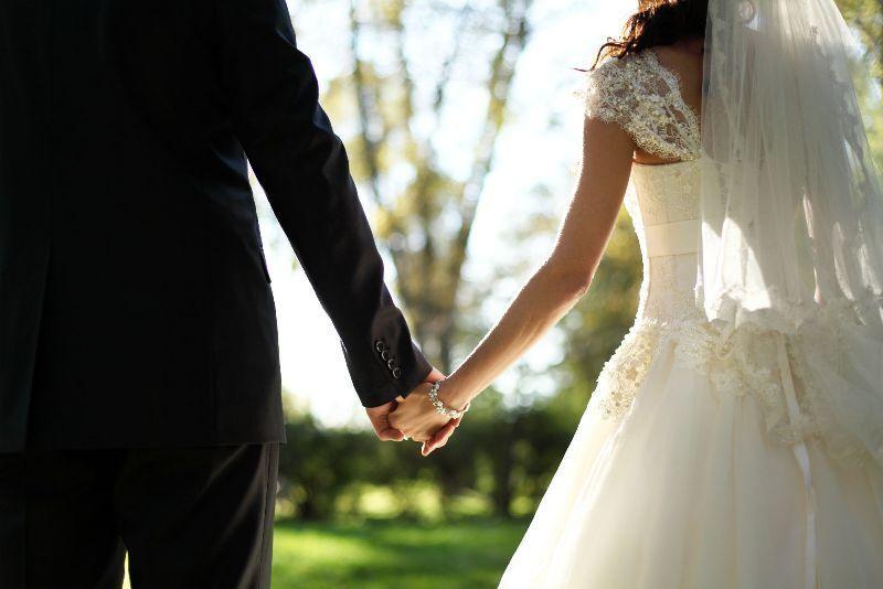 https: img-o.okeinfo.net content 2019 07 31 612 2085876 datang-ke-nikahan-mantan-perempuan-ini-tiba-tiba-kesurupan-oHWSUw2yOk.jpg