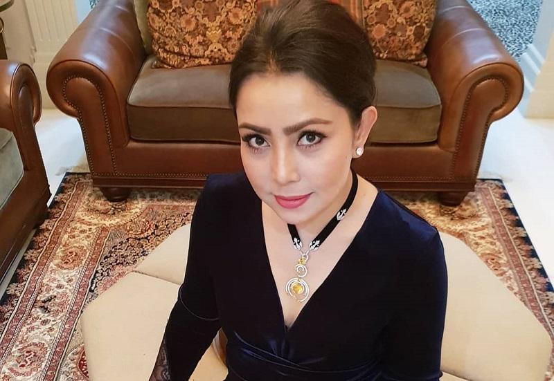 https: img-o.okeinfo.net content 2019 08 01 33 2086575 pesan-mayangsari-untuk-netizen-yang-kerap-membully-putrinya-dLOa8zUWwW.jpg