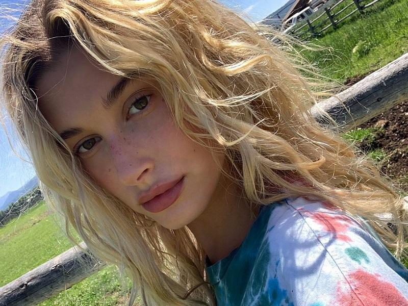 https: img-o.okeinfo.net content 2019 08 02 611 2087089 selfie-tanpa-makeup-hailey-bieber-bangga-pamer-freckles-DVDMGBKUyY.jpg
