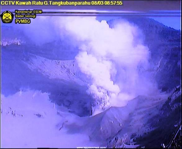 https: img-o.okeinfo.net content 2019 08 03 525 2087201 gunung-tangkuban-parahu-kembali-erupsi-pagi-ini-QLclwakHZ9.jpg