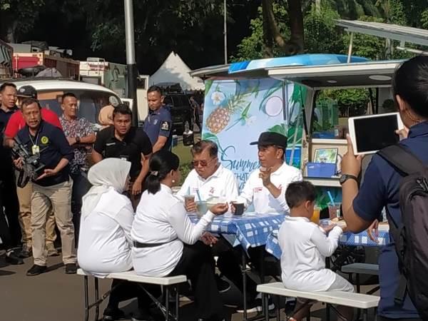 https: img-o.okeinfo.net content 2019 08 04 337 2087433 di-acara-family-gathering-menteri-jokowi-galang-donasi-untuk-korban-gempa-banten-CZdYrIZs2R.jpg