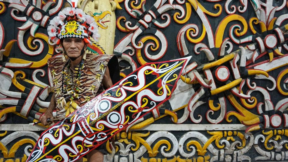 https: img-o.okeinfo.net content 2019 08 05 340 2088056 berkenalan-dengan-dayak-kenyah-suku-tradisional-yang-tinggal-dekat-pusat-kota-samarinda-fT3bXxB9LU.jpg