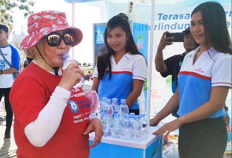 https: img-o.okeinfo.net content 2019 08 05 481 2088035 le-minerale-kembali-dukung-wanita-selam-indonesia-pecahkan-guiness-world-record-jrHMLukTFo.jpg