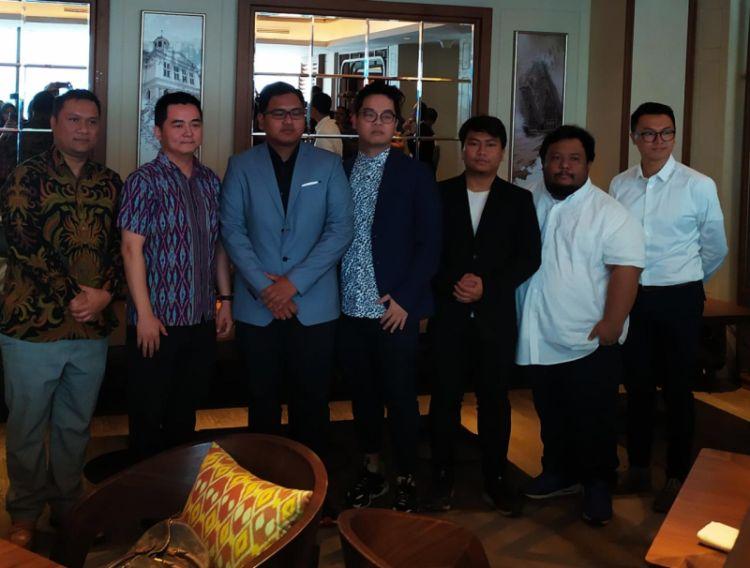 https: img-o.okeinfo.net content 2019 08 06 326 2088665 jeremy-yulianto-dan-afrindo-valentino-ditunjuk-sebagai-pelatih-timnas-mobile-legends-indonesia-HnxbdU0mU9.jpg