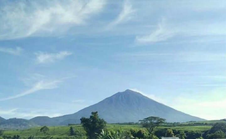 https: img-o.okeinfo.net content 2019 08 07 340 2088771 gunung-kerinci-dilanda-131-kali-gempa-nCsm3RO78y.jpg