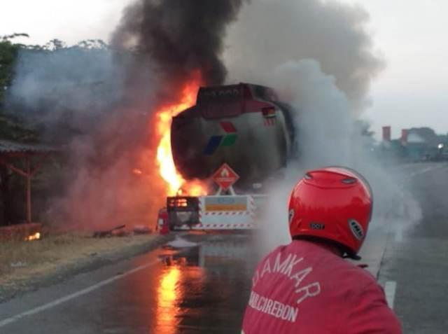 https: img-o.okeinfo.net content 2019 08 10 525 2090158 truk-tangki-pertamina-berisi-24-ribu-liter-bbm-terbakar-di-pantura-I525umyAqN.jpg