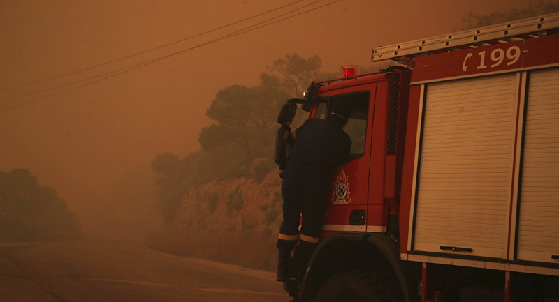 https: img-o.okeinfo.net content 2019 08 12 18 2090868 ratusan-pasukan-pemadam-dikerahkan-untuk-atasi-kebakaran-hebat-di-pinggiran-athena-TnByYA1U7l.jpg