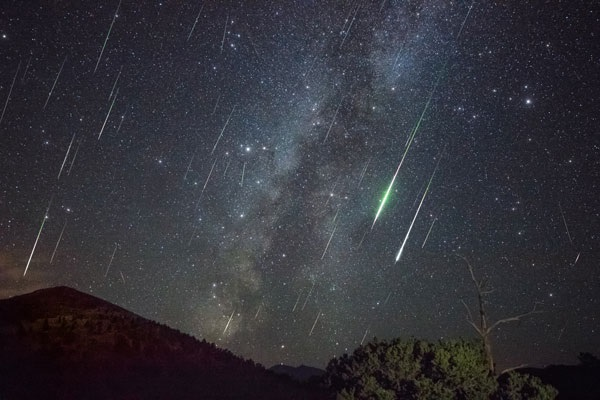 https: img-o.okeinfo.net content 2019 08 12 406 2090735 malan-ini-bakal-hujan-meteor-yuk-simak-cara-menikmatinya-JlMvDnXSfV.jpg