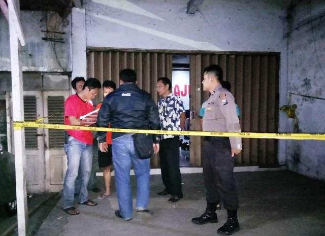 https: img-o.okeinfo.net content 2019 08 12 519 2090703 pemilik-toko-batik-di-madiun-ditemukan-tewas-berlumuran-darah-jEV4XSRGlD.jpg