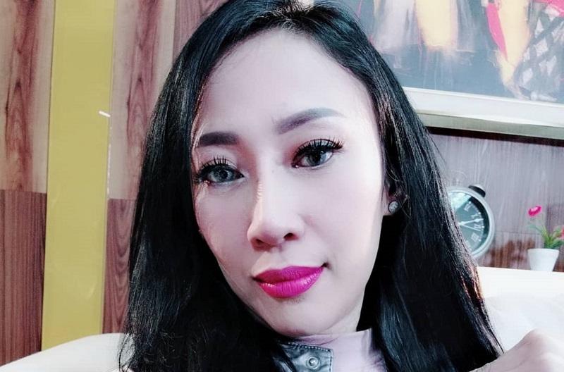 https: img-o.okeinfo.net content 2019 08 13 33 2091224 isu-kontroversial-dewi-sanca-hamil-2-kali-hingga-pamer-foto-syur-526D6S0Y0n.jpg