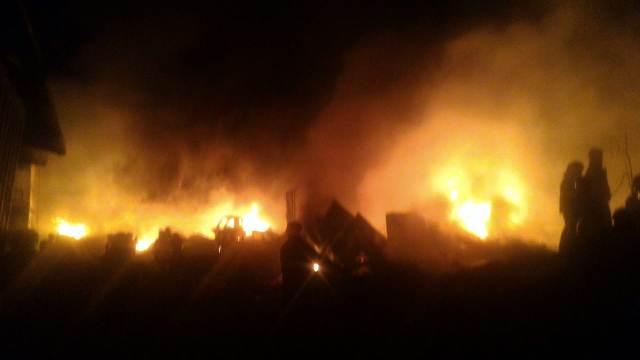 https: img-o.okeinfo.net content 2019 08 13 525 2091556 kebakaran-hebat-melanda-pabrik-plastik-di-bandung-8wKTFLk5wE.jpg