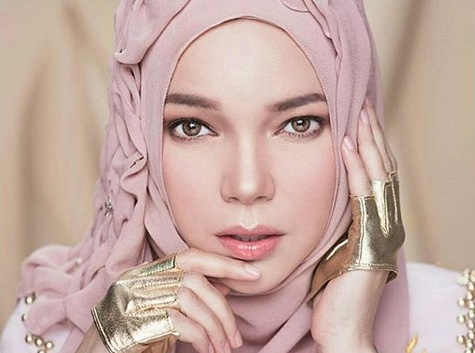 https: img-o.okeinfo.net content 2019 08 14 330 2091910 masya-allah-dewi-sandra-tampil-strong-bagai-dewi-athena-dengan-headpiece-rinaldy-yunardi-DHTvP3StnF.jpg