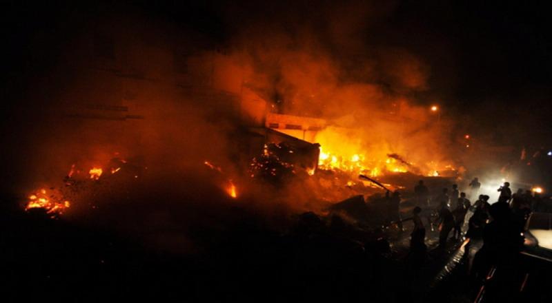 https: img-o.okeinfo.net content 2019 08 15 338 2092090 bengkel-di-cengkareng-terbakar-12-unit-damkar-dikerahkan-jgbtbqMySE.jpg
