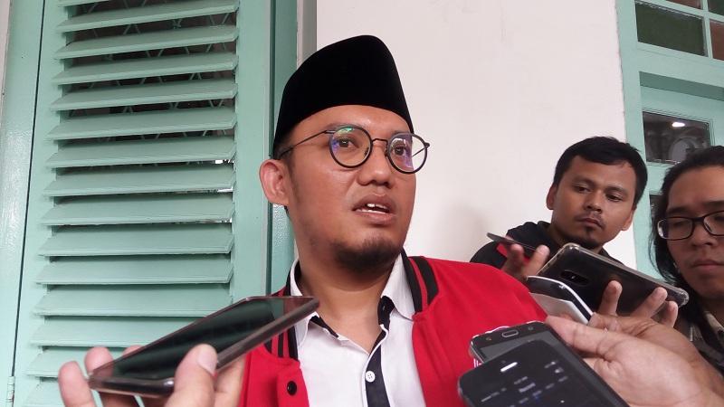 https: img-o.okeinfo.net content 2019 08 18 337 2093421 dahnil-anzar-minta-mahfud-ungkap-siapa-buronan-radikalisme-dari-arab-saudi-yang-lari-ke-indonesia-upxw8WRdZZ.jpg