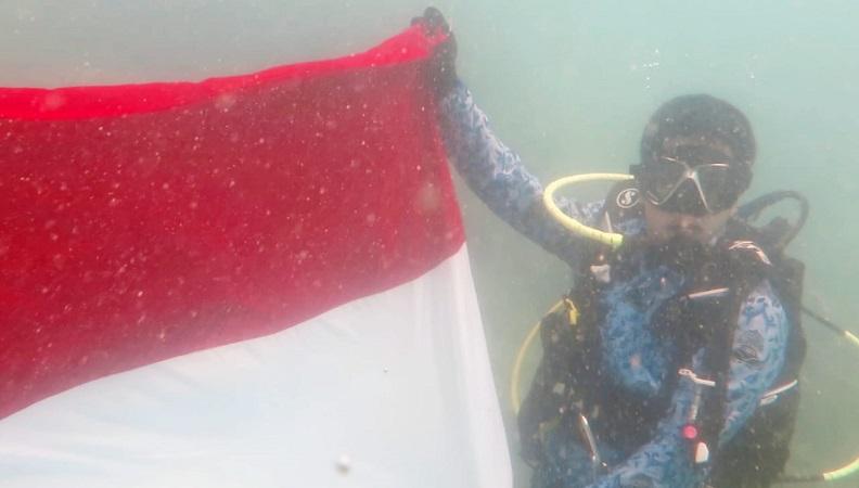 https: img-o.okeinfo.net content 2019 08 18 340 2093393 melihat-keberanian-ratusan-penyelam-kibarkan-merah-putih-di-bawah-laut-selat-sunda-x2oSZVwrPA.jpg