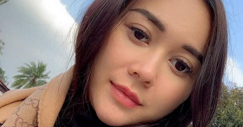 https: img-o.okeinfo.net content 2019 08 20 33 2094469 intip-5-foto-hot-mom-aura-kasih-masih-seksi-setelah-melahirkan-dCbG6Z5Fso.jpg