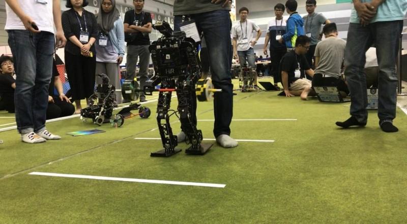 https: img-o.okeinfo.net content 2019 08 21 207 2094683 tim-robot-its-raih-14-penghargaan-di-ajang-internasional-fira-roboworld-cup-2019-rcUOxfxW9E.jpg