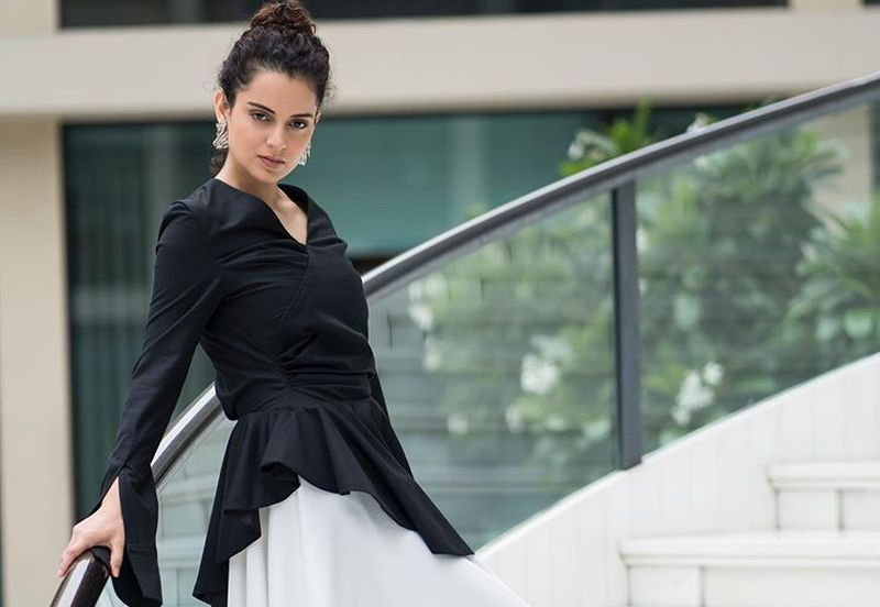https: img-o.okeinfo.net content 2019 08 21 611 2094677 bergaya-ala-5-aktris-bollywood-dari-kareena-kapoor-hingga-esha-gupta-bEmsLiEXI2.jpg