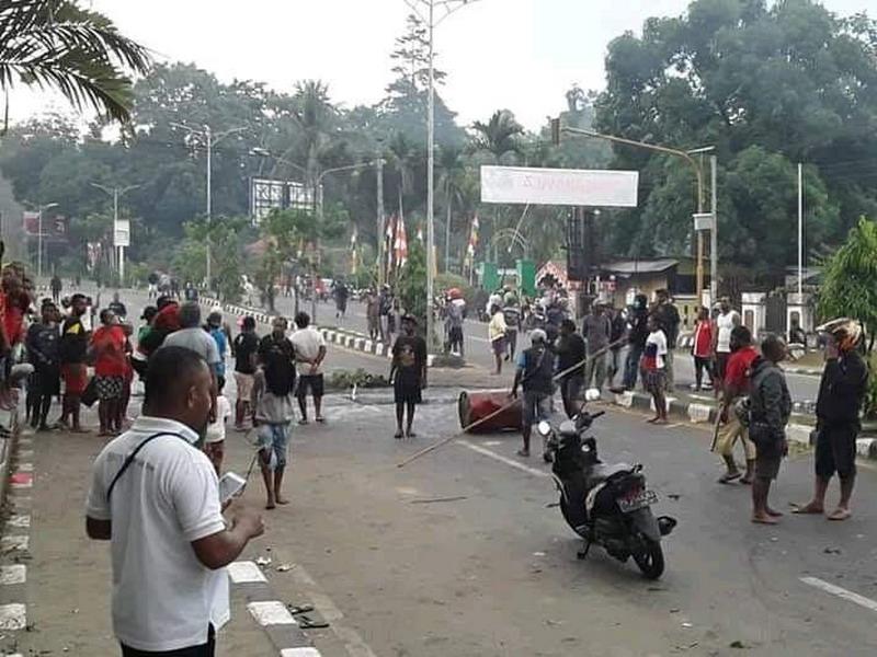 https: img-o.okeinfo.net content 2019 08 22 337 2095303 polisi-selisik-peran-korlap-aksi-pengepungan-asrama-papua-di-surabaya-p6q09oYc6l.jpg