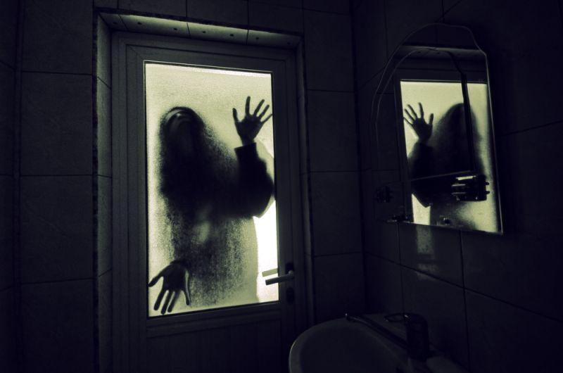 https: img-o.okeinfo.net content 2019 08 22 612 2095452 sudah-meninggal-hantu-para-artis-legenda-ini-pernah-tertangkap-kamera-VGbF5kvS7J.jpg