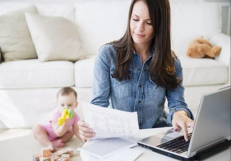 https: img-o.okeinfo.net content 2019 08 23 196 2095761 wanita-bekerja-lakukan-5-tips-ini-agar-kehidupan-karier-dan-keluarga-seimbang-46GT94JK5F.jpg