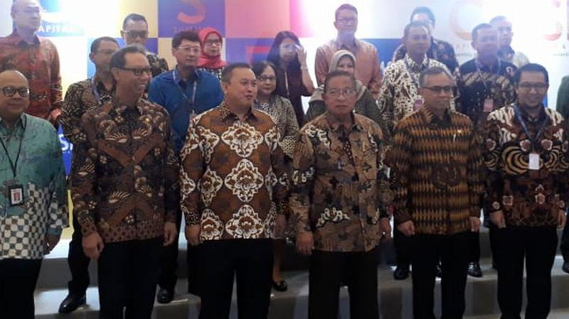 https: img-o.okeinfo.net content 2019 08 23 278 2095617 menko-darmin-pasar-modal-indonesia-tumbuh-2-600-kali-setelah-42-tahun-bSIouFiMzd.jpg