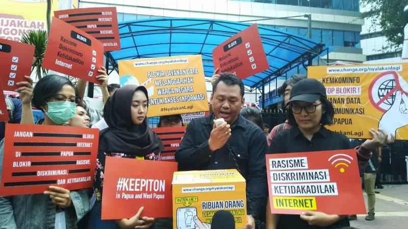 https: img-o.okeinfo.net content 2019 08 23 54 2095769 pemerintah-diminta-cabut-pemblokiran-internet-di-papua-dan-papua-barat-0fkAreoyqN.jpg