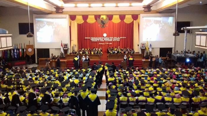 https: img-o.okeinfo.net content 2019 08 24 65 2096148 wisuda-1-807-lulusan-rektor-uns-gunakan-ilmu-yang-didapat-untuk-bantu-masyarakat-WWequWBYnR.jpg